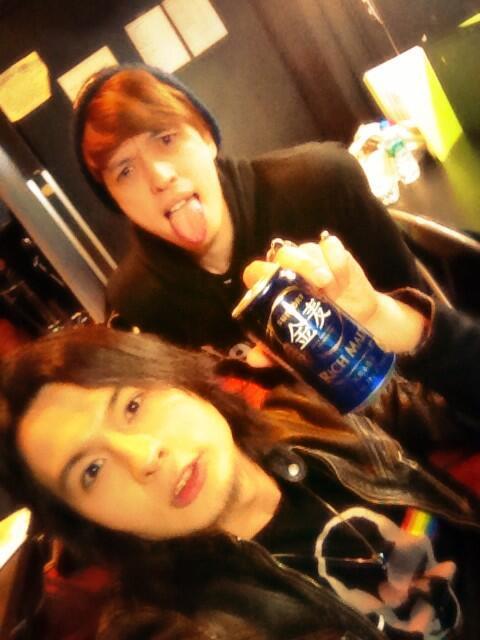 昼の部サンキュー!夜はもっと酔っぱらってやるよーん!違う曲もね☆宴じゃわー!! #fujitaray #dustz