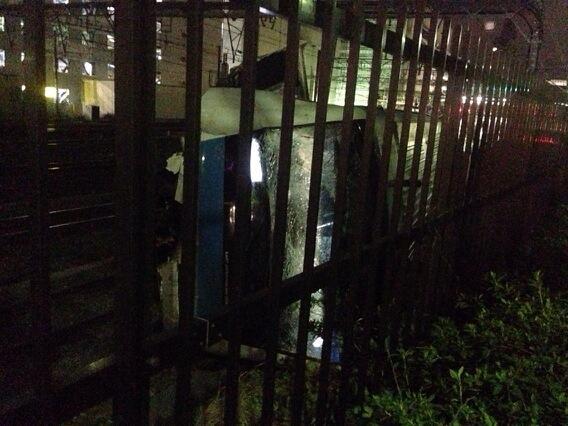 脱線して大破した車両。 pic.twitter.com/lROTkUplQa