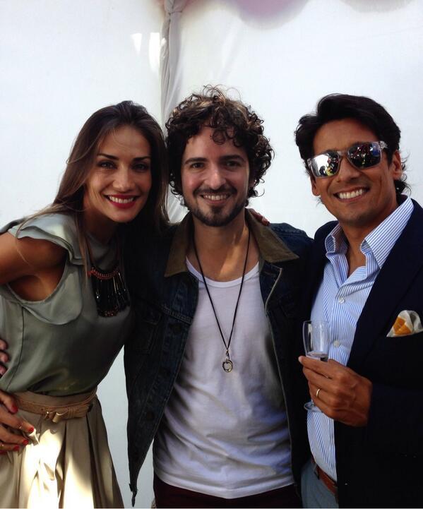 """""""@Tommy_Torres: Con @carolinademoras y @RafaAraneda presentadores de @elfestival Viña del Mar. http://t.co/aX5jJZcYyj""""// 🌹🌹🌹"""