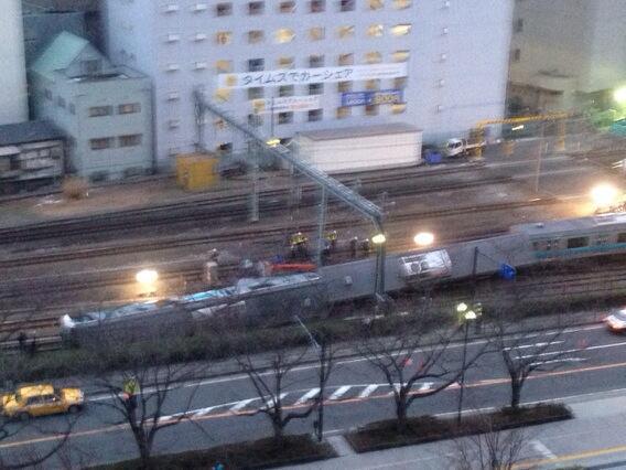 朝、6時15分現在の脱線事故の様子です。 pic.twitter.com/WceT6LMxkC