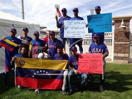 En pretemporada de @MLB, @MiguelCabrera y otros venezolanos pendientes a  violencia en su país http://t.co/z5CZVpcIJ2 http://t.co/IdCX3L1BvI