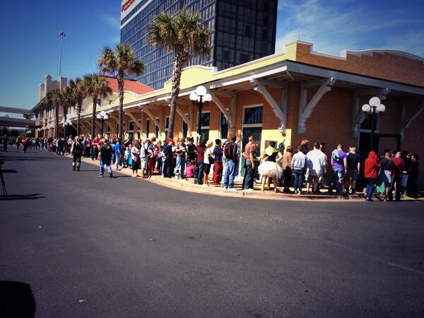#pensacon day 2 is well underway! Be sure to follow @ghoulash for latest updates on the event! http://t.co/i6344HwTzG