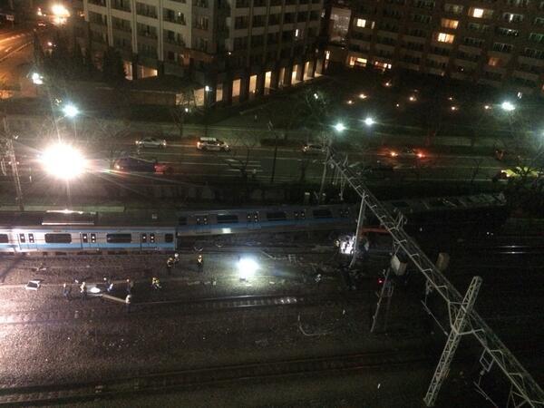 京浜東北線脱線大破事故近くの駐車場から撮影 pic.twitter.com/Wf8vwdtrMG