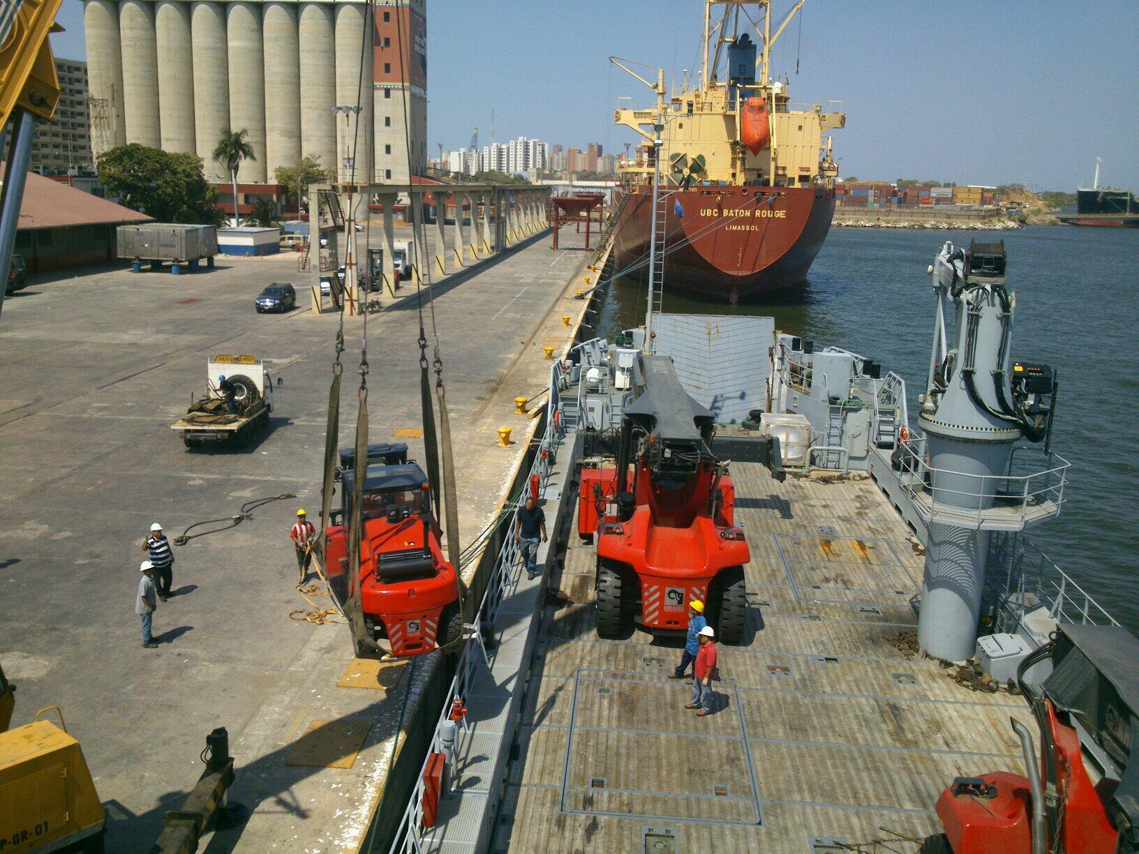 Escuadrón de buques anfibios y servicios BhGSgtFIIAAiP5W