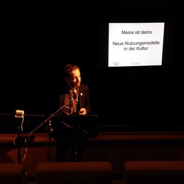 """Sehr angenehme Blogger- und Buddy-Dichte hier bei der #nk1314: @marcelweiss über """"Neue Nutzungsmodelle in der Kultur"""" http://t.co/o6QkmD3nI5"""