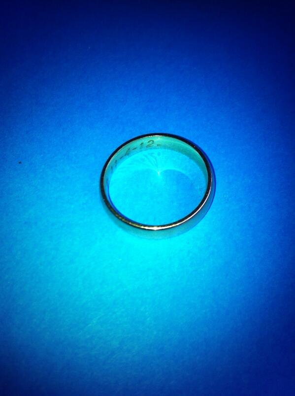"""@lymewoods: Gold wedding ring found, Portstewart Strand 21-2-14. Date engraved 11-4-12. . http://t.co/RlUhQOzjZR"" is it yours???"