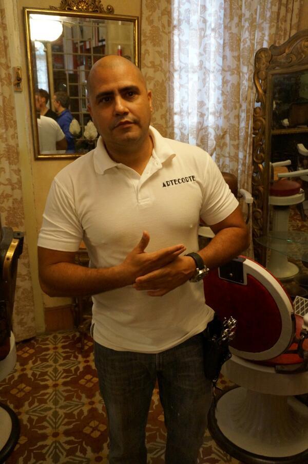 """Papito ist Havannas Star-Selbstständiger (""""cuentapropista""""). Der Friseur steckt Gewinne in sein Barrio #jnkuba4weeks http://t.co/XE2X2QCyD3"""