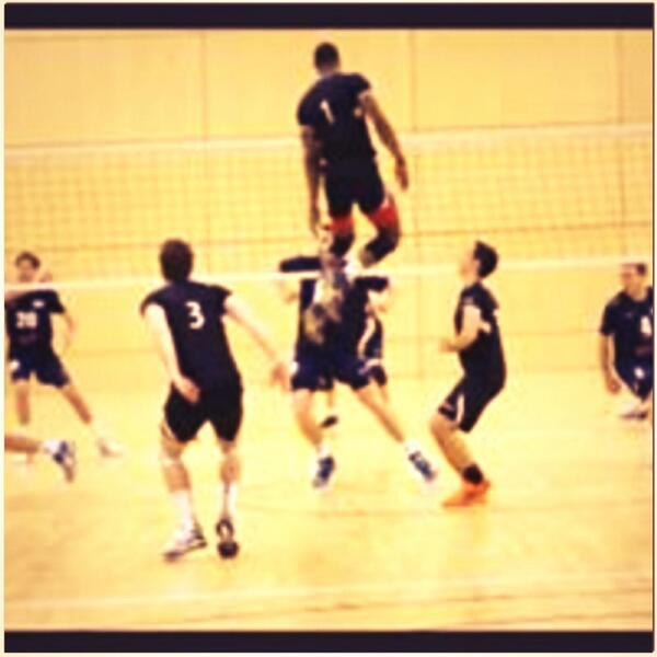 Half the time a middle player spends their time in the air trying to create one on ones. @Volleyw00d http://t.co/Cbtwv9dpks