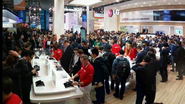 현재 LG 부스 상황. LG Booth in Hall 3, Fira GranVia, Barcelona, Spain  #MWC2014 http://t.co/DjNUfx9n48