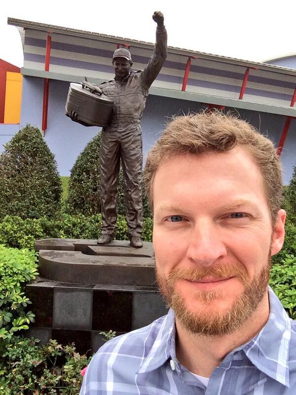 Look who I ran into at the Daytona Experience. Dad's Happy! #2XDaytona500Champ http://t.co/I0zf5PLfr5