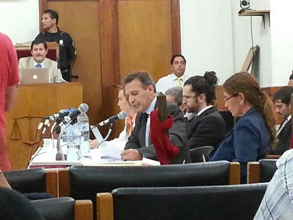 Lectura de las primeras acusaciones. #JuicioLesaHumanidad #Mendoza http://t.co/kGIE8E8k1S