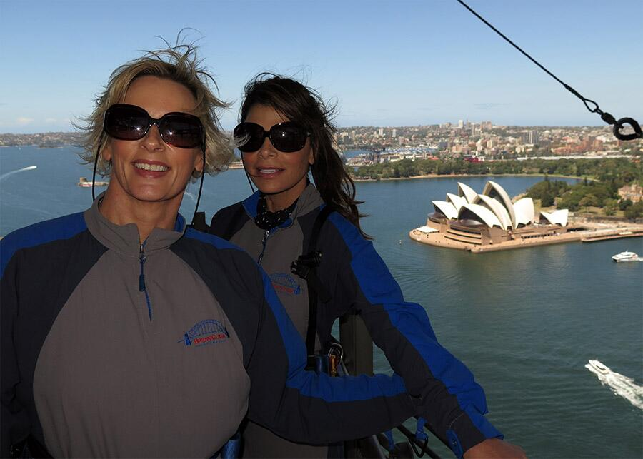 AWESOME TIME, AMAZING VIEW! xoP RT @JonesyandAmanda: Amanda did the bridge climb w/ @PaulaAbdul for @livingroomtv http://t.co/KkaAorX0JR
