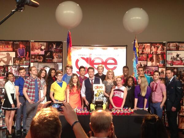 #Glee 100th. Lots of love in the room here! Matty Fresh gets the honors of wielding the knife. http://t.co/4q64PTCxFe
