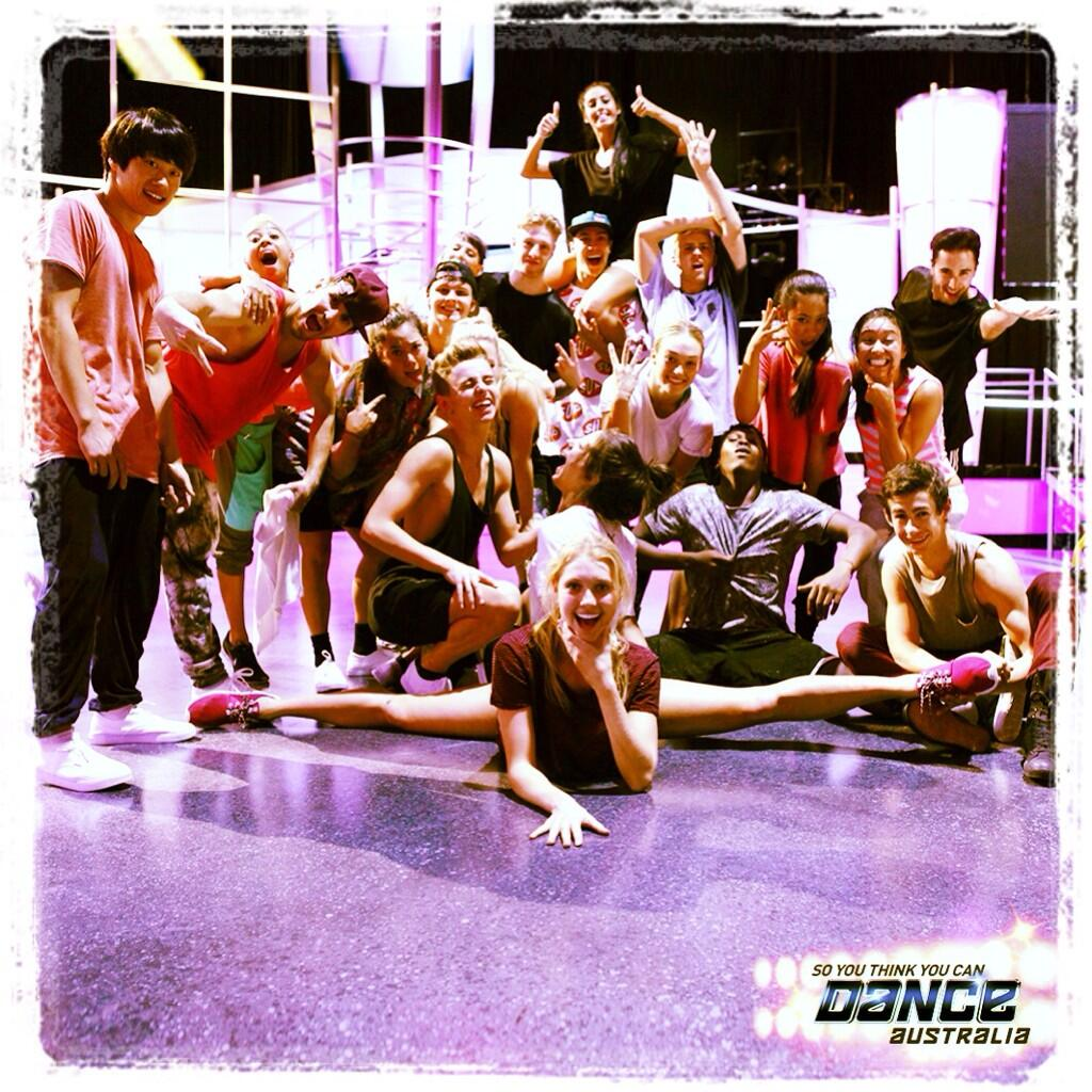 RT @SYTYCDAU: ON SET NOW: Your Top 20 rehearsing for Sunday's performance show! Have you voted for your favourite yet? #SYTYCDAU http://t.c…