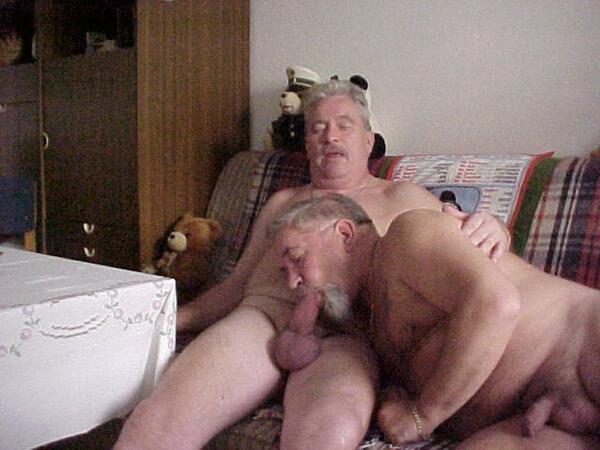 Hombre gay maduro desnudo