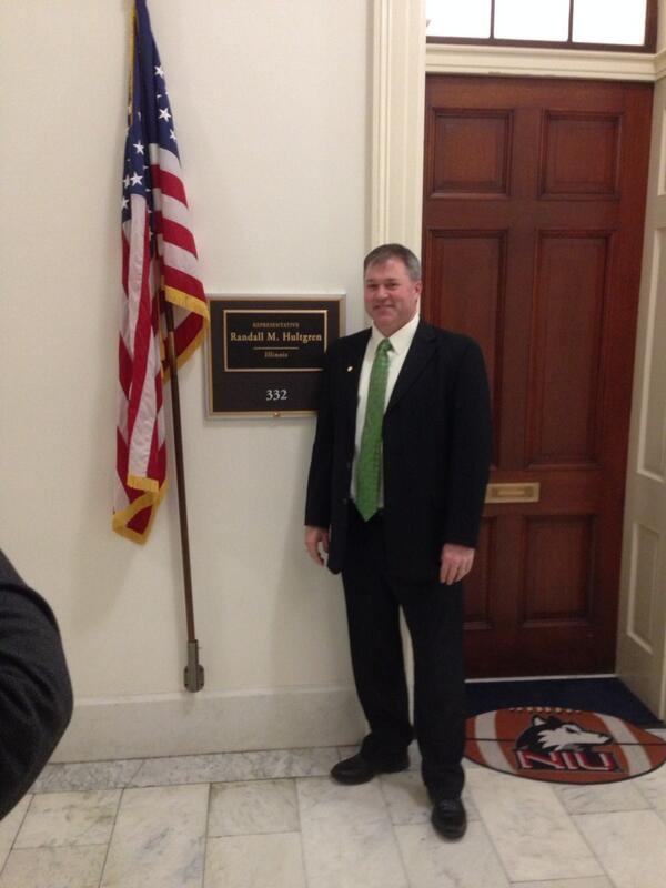 @ilprincipals Pres @sheltonskyhawk outside of Rep. Hultgren's office. #naespNLC http://t.co/puu0Gg8Vg4