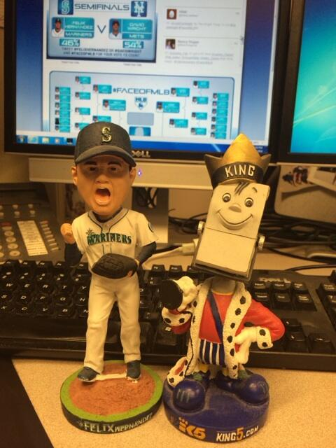 The King and the King! @KING5Seattle @RealKingFelix needs a RT #faceofmlb #felixhernandez http://t.co/WU0wcNlPaR