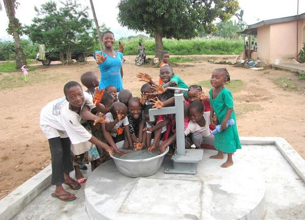 Kids in Zongo community, Ghana celebrate this brand new well which means no more long walks for water! http://t.co/HMgK0ZBUkp