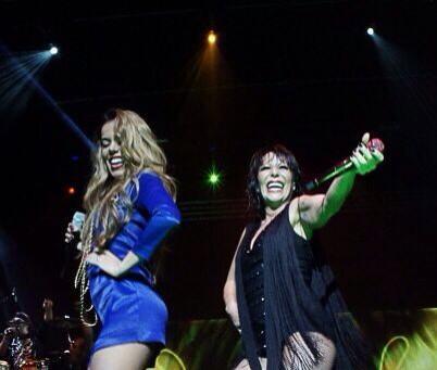 Beatriz Luengo Twitterren En El Fillmore De Miami Disfrutando Con Mi Linda Alejandra Guzmán El Pasado Viernes Un Beso A Todos Http T Co 8lhorl6q5j