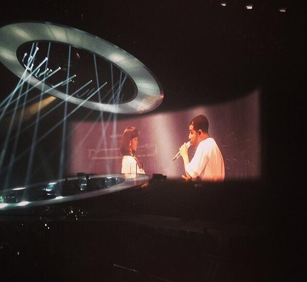 OMG FINALLYYYYYYY RT @TeamOfRihanna: Rihanna is on stage with Drake! #Paris http://t.co/mCfHOItSEu