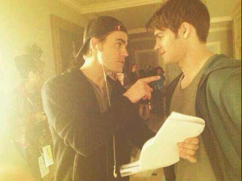 Paul Wesley directing epi 18, I have a hunch this was in play. Steven has the cutest smirk. http://t.co/m81wGlYANy