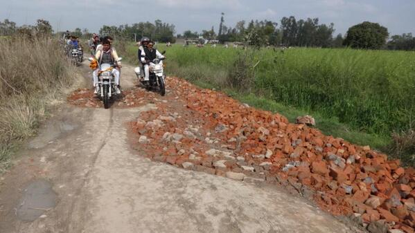 #ExposingBharatNirman here is a PIC from Amethi .. Rahul Bhaiya's Vision for INDIAN ROADS..I am sure u are Impressed http://t.co/IU2tmQMKIT