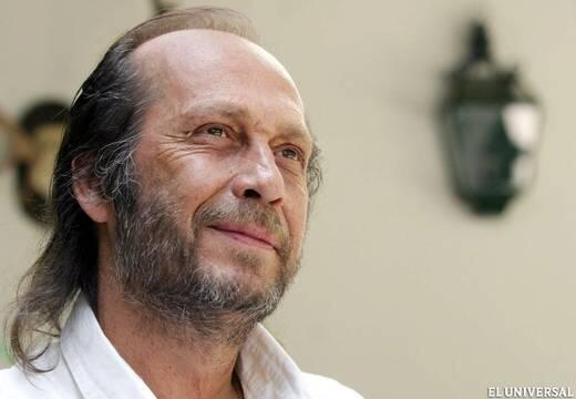 Ha muerto Paco de Lucía, el guitarrista flamenco más importante de todos los tiempos. Descansa en paz crack. http://t.co/Zy5zdEg289