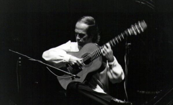 #Ampliamos Muere Paco de Lucía, un gran maestro de la guitarra española. Álbum de fotos http://t.co/aIiXox9LE7 http://t.co/cfIbRKBPNR