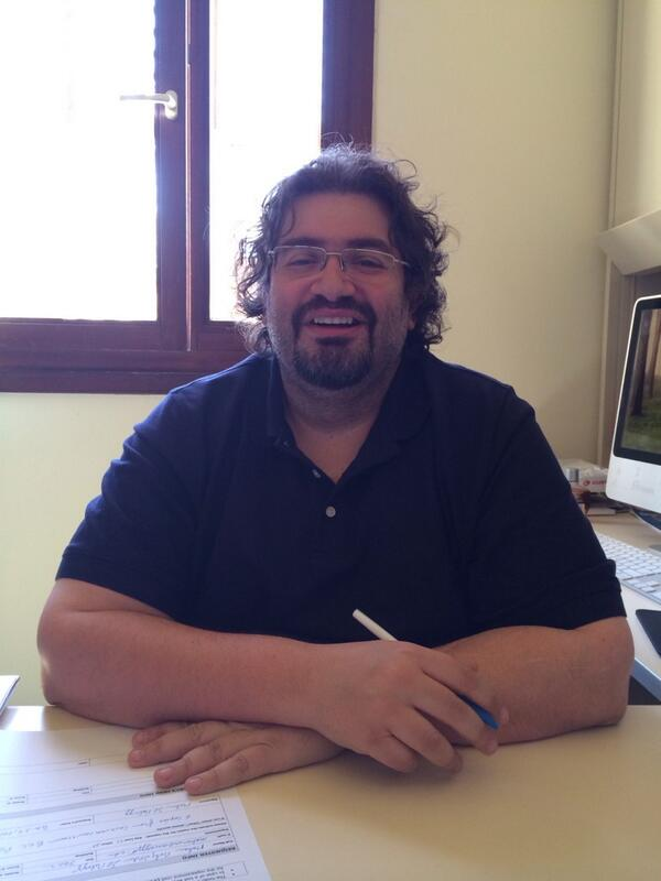 "Q1. Dr. Firas Al-Atraqchi, JRMC, ""Social media has turned media consumers into producers."" #JRMC202 #jrlweb http://t.co/R420yybGXI"
