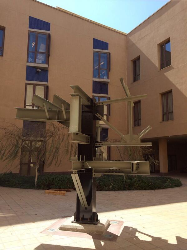 Q3. A robot under construction in the SSE; academic excellence at its best!#JRMC202 #jrlweb http://t.co/WCIW23JZEI