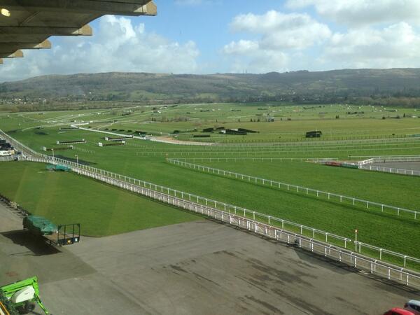 Cheltenham Racecourse looking splendid http://t.co/IFFCjVwhKa