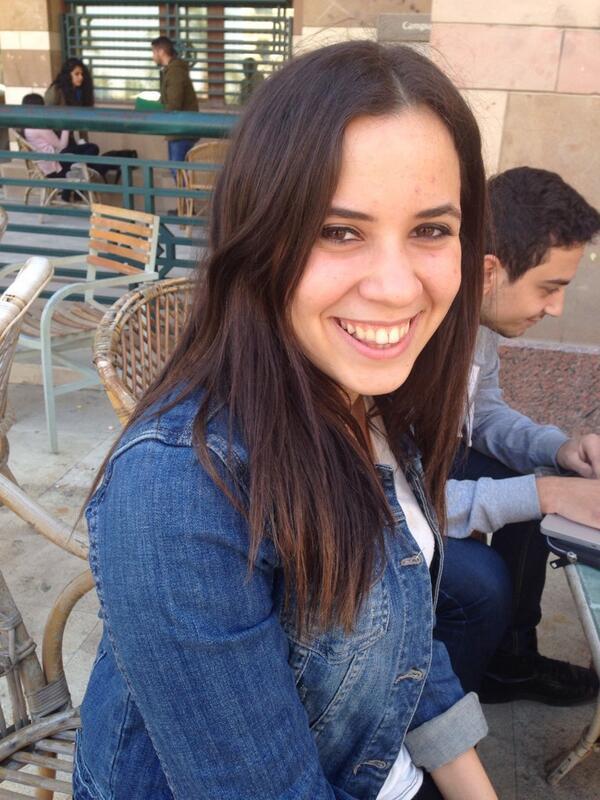 """I like to eat on the steps among my friends,"" said Mariam Zaki, Junior psychology major. #JRLWeb #JRMC202 http://t.co/cZi0vmgcgu"