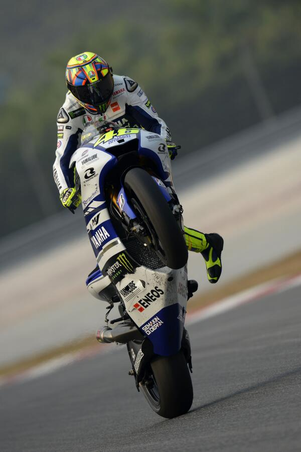 And to close the first day of testing in Sepang, a wheelie of @ValeYellow46 … http://t.co/5M05JLwqlu
