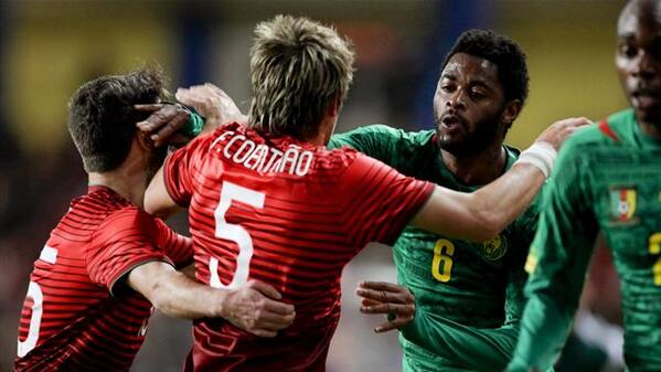 Alex Song & Fabio Coentrao staged a Barcelona Real Madrid friendly fight during Portugal Cameroon