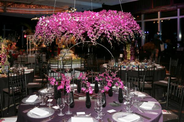 Floral fantasy @stylebeat http://t.co/xKzgAc7HSb  breathtakingly beautiful @NYBG Orchid Dinner w @VERANDAmag #nybg http://t.co/47pbDbv2QJ