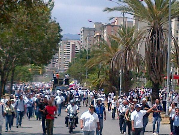 Cubriendo manifestacion Montalban robaron a periodistas,entre ellos, a mi. Si alguien consigue mis documentos aviseme http://t.co/QtdQUtLfI8