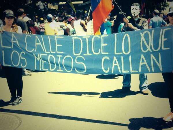 La calle dice lo que los medios callan. #SOSVenezuela #PrayForVenezuela http://t.co/ow0t8qn6fW
