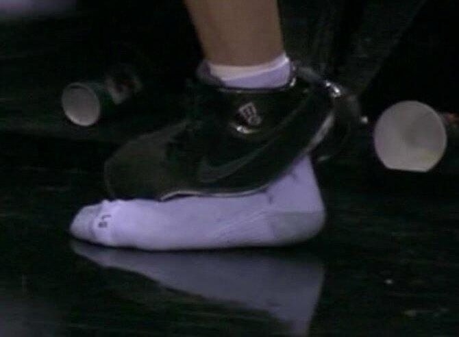 Spurs-Manu-Ginobili-shoe-explodes