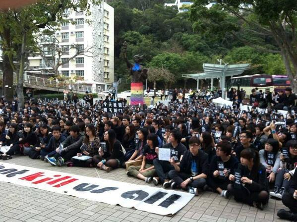 """今天灭声明天灭口""""@gzdxxd: #劉進圖 香港中文大学同学黑衣静坐,人数看上去不少。赞! http://t.co/Rqhsi9S9pz"""""""