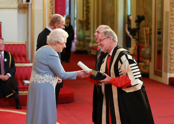 The Queen & Prince Philip present the #QueensPrize for Centre for Rural Economy to our VC & Prof Philip Lowe today. http://t.co/6vwQww1GgM