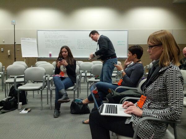 "A punto de participar d la sesión ""Non-English science communication"" moderada por @GonzalezIvanF #scio14 #sciolang http://t.co/LLZCDI4jrs"