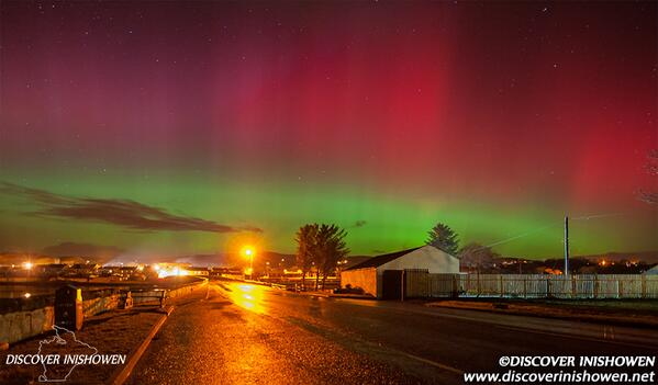 "#Ireland! ""@DiscovInishowen: Major Aurora Borealis display tonight.  Looks like in Norway  Inishowen Donegal  8:20 pm http://t.co/79vcqrxH0b"