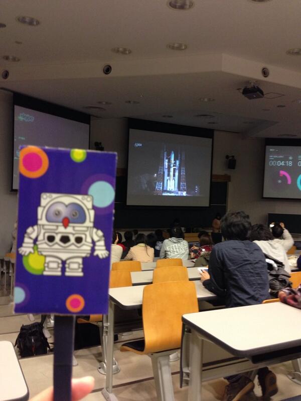 筑波大学初の衛星「結」無事打ち上がりました。おめでとうございます!  打ち上げ成功にフックン船長も喜んでいるみたいです。 http://t.co/k6c802x8pb