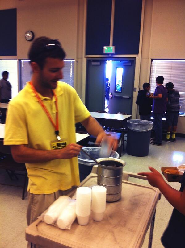 Kale smoothies at Balboa Middle School, Ventura, CA #usdaf2s #letsmove #farmtoschool http://t.co/sZmKCOhosb
