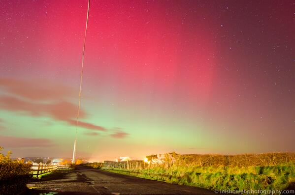 Amazing #aurora from #inishowen #donegal tonight. It is clearly visible to the naked eye http://t.co/CQW3uw26AR http://t.co/4uviRwglSH
