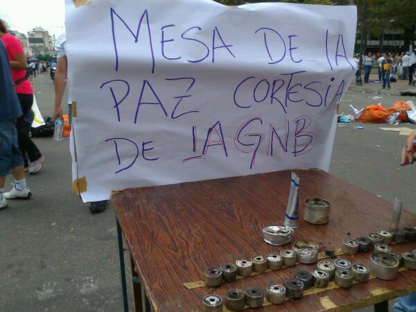 En Altamira. #27F #SOSVenezuela http://t.co/jL4vtKtTby #Caracas - via @JoelFilizzola @NicolasMaduro esa es la verdadera paz q nos brindas