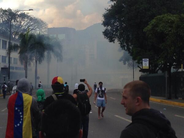 Bombas lacrimógenas en las Mercedes 3:30 pm http://t.co/3kLwz02055