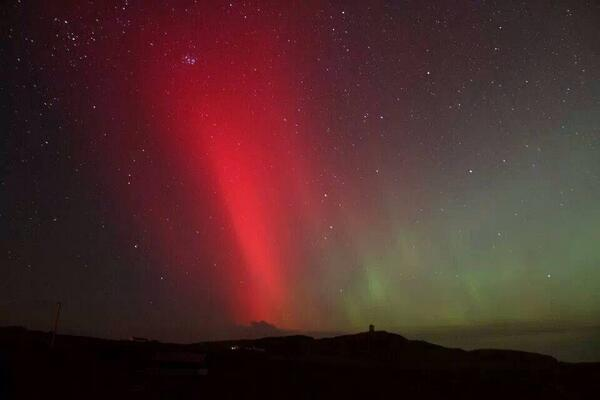 What a night! MT @romclaughlin: Photo by @SunnyMalinHead wonderful #malinhead #inishowen #aurora over Banbas Crown http://t.co/NuxLZe0uTa