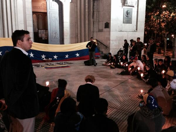 Vigilia por #Venezuela en Plaza Guemes. #BuenosAires http://t.co/dofomWZzQf