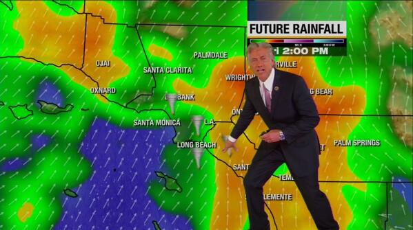 LA weathermen breaking out the tornado graphics tonight http://t.co/xwVHfFKRmZ